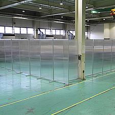 倉庫内を仕切る中空ポリカパーティション 納品事例