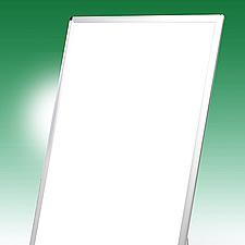 LEDパネル一体型のラクスタンド、ハイタイプの設置高さは約1.3メートルです。
