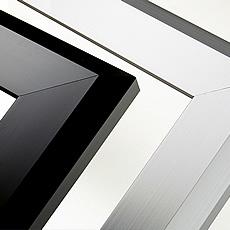 ボックスフレーム15のコーナー写真、シルバーと黒は基本カラーバリエーションの一部です。