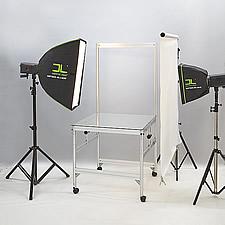 同様に出張撮影用に折りたたみ式の撮影台も設計しています。コンパクトに収納することができますので、出張での商品撮影に最適です。
