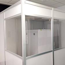 3Dプリンターの騒音を軽減するための後付けの防音室です。隣の静かなオフィスへの影響を配慮して設計されました。