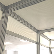 あるメーカーの研究室に設置されたクリーンルームの一部です。周囲にビニールカーテンで覆って利用されます。