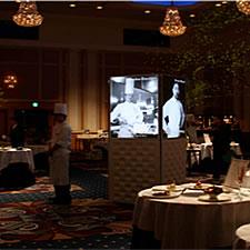 ホテル内レストラン会場にて。著名なシェフの写真を効果的に展示しています。