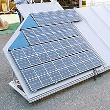 太陽光発電パネルを設置した専用のスタンドです。