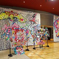 スタンドとアートが一体となり、展示作品の完成です。