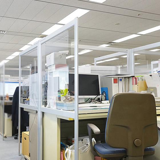 オフィス・ビジネスの現場に《デスクパーテーション》製品イメージ