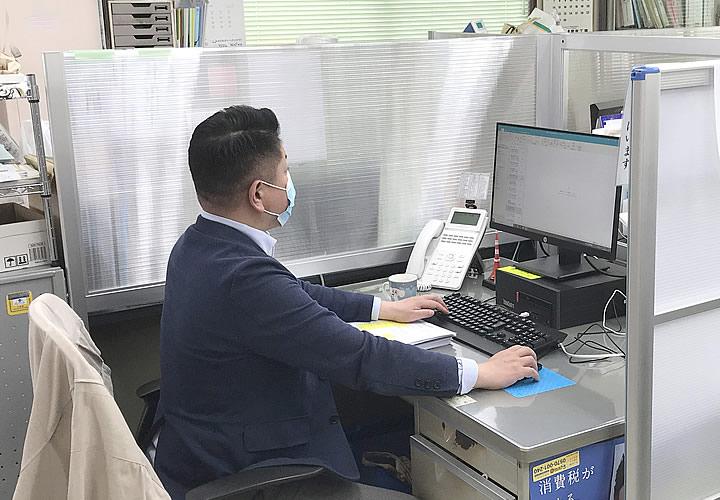 ソフケン「デスクパーテーション」白井市商工会館様 導入事例(1)