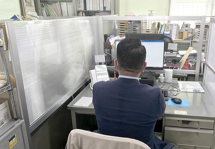 ソフケン「デスクパーテーション」白井市商工会館様 導入事例(2)