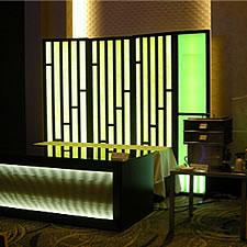 イメージされたのは竹林。グリップフレームシステムを贅沢に組み合わせて、空間を演出オブジェを製作しました。