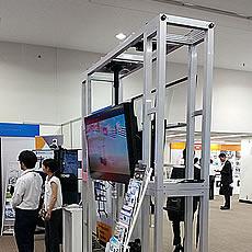 AV機器メーカーのショールームに設置された特注の大型モニター展示什器です。現地で短時間で組み立てできるように設計しました。