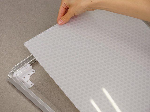 透明板の保護フィルムを剥がしてください。(1)